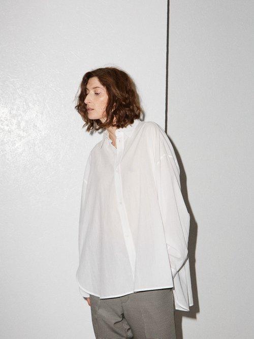 Swing-back cotton shirt by Raey