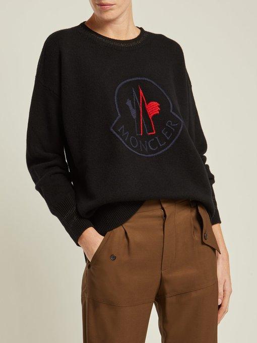 6a7a10ee5c0 Moncler Pull en laine mélangée à logo brodé. outfit 1211316