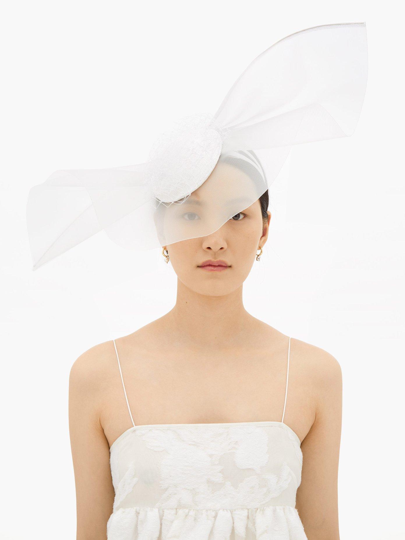 En hatt med slør