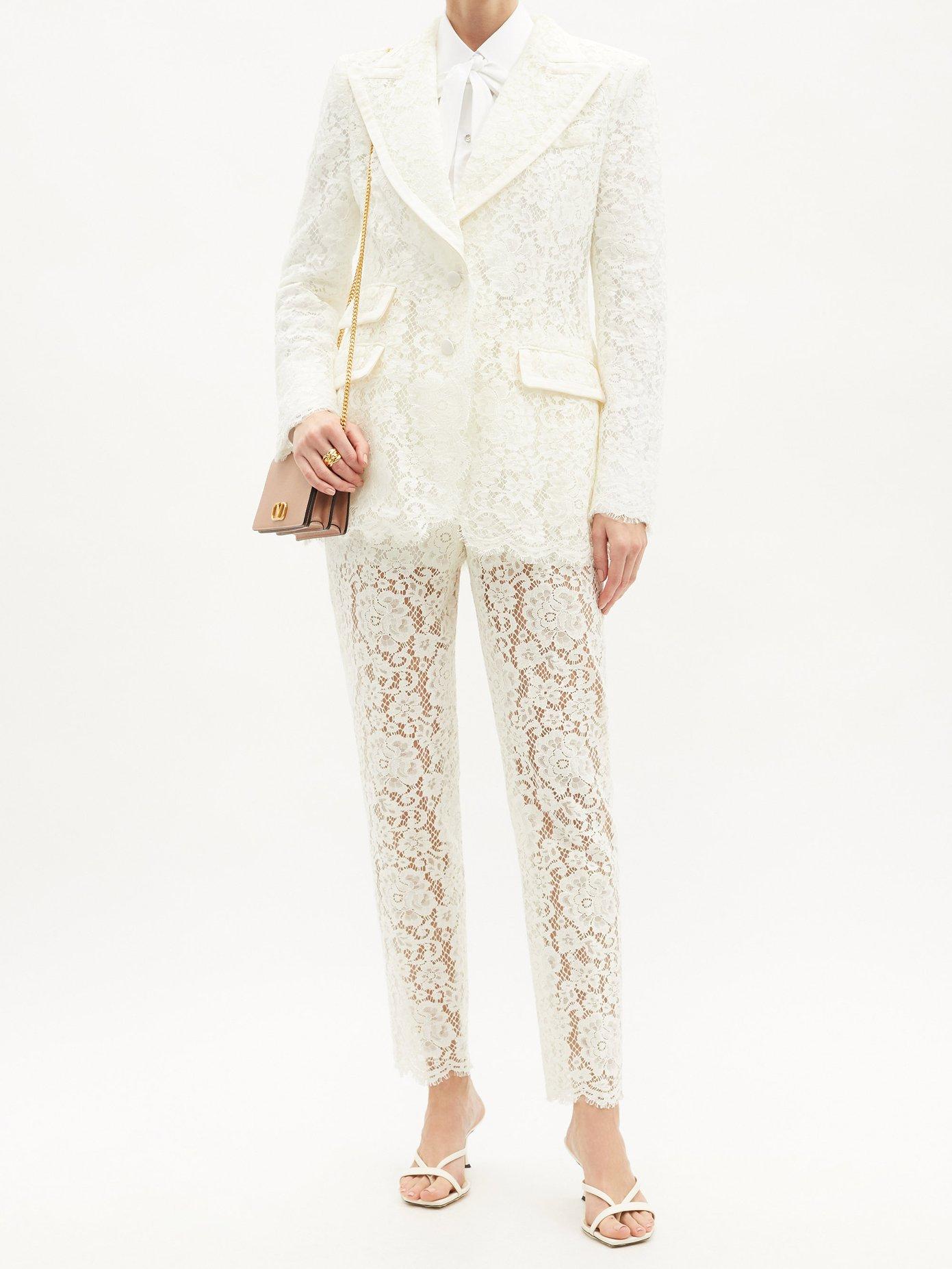 Hvit dress med blonder